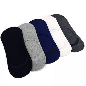 NWT 5 pair no show socks. Unisex